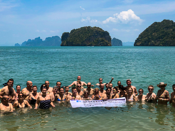 Thailand - Banc Sabadell - Group Photo Phuket @Jo Aigner